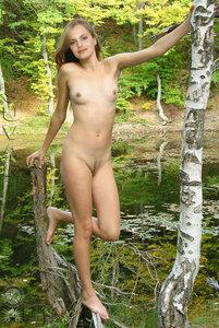 klbo80x7d1gq t Mena Suvari Fake Nude and Sex Picture