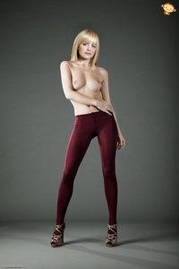tzcf1hzk1ls5 t Mena Suvari Fake Nude and Sex Picture