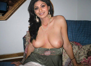 Shilpa Shetty Nude Showing her Milky Boobs to Suck [Fake]