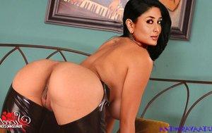 u1g73n8xglw2 t Kareena Kapoor Nude Inserting Dildo in her Pussy n Ass [Fake]